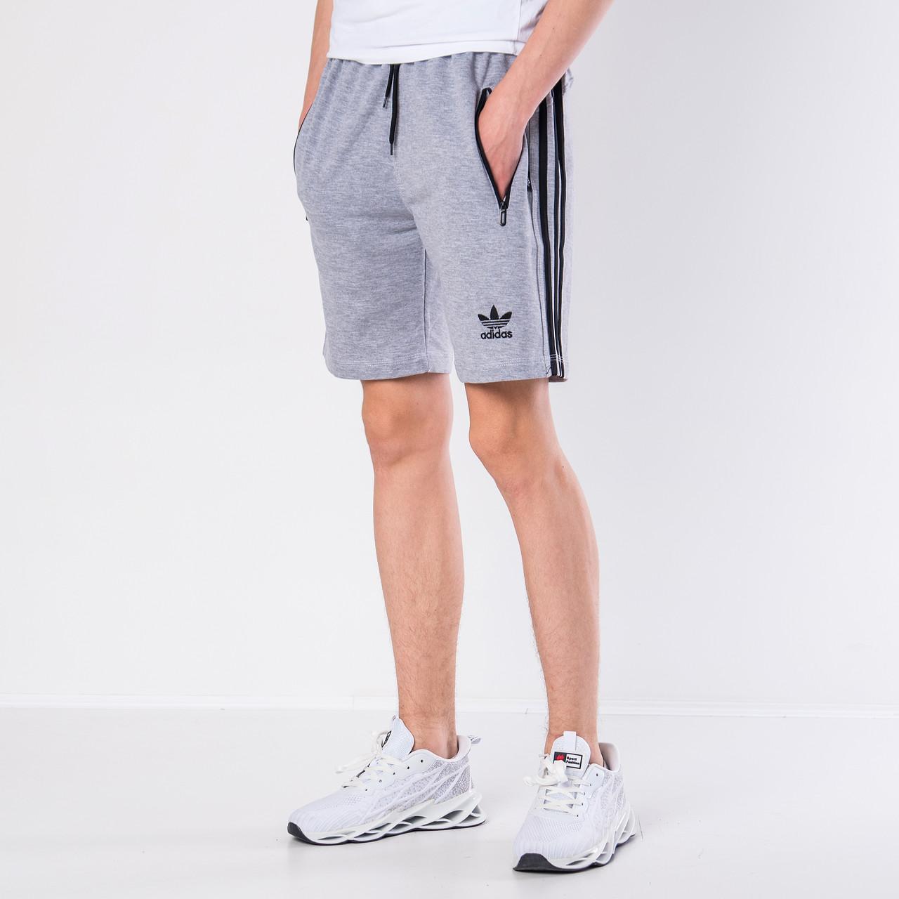 Мужские трикотажные шорты Adidas, серого цвета с черными полосками.