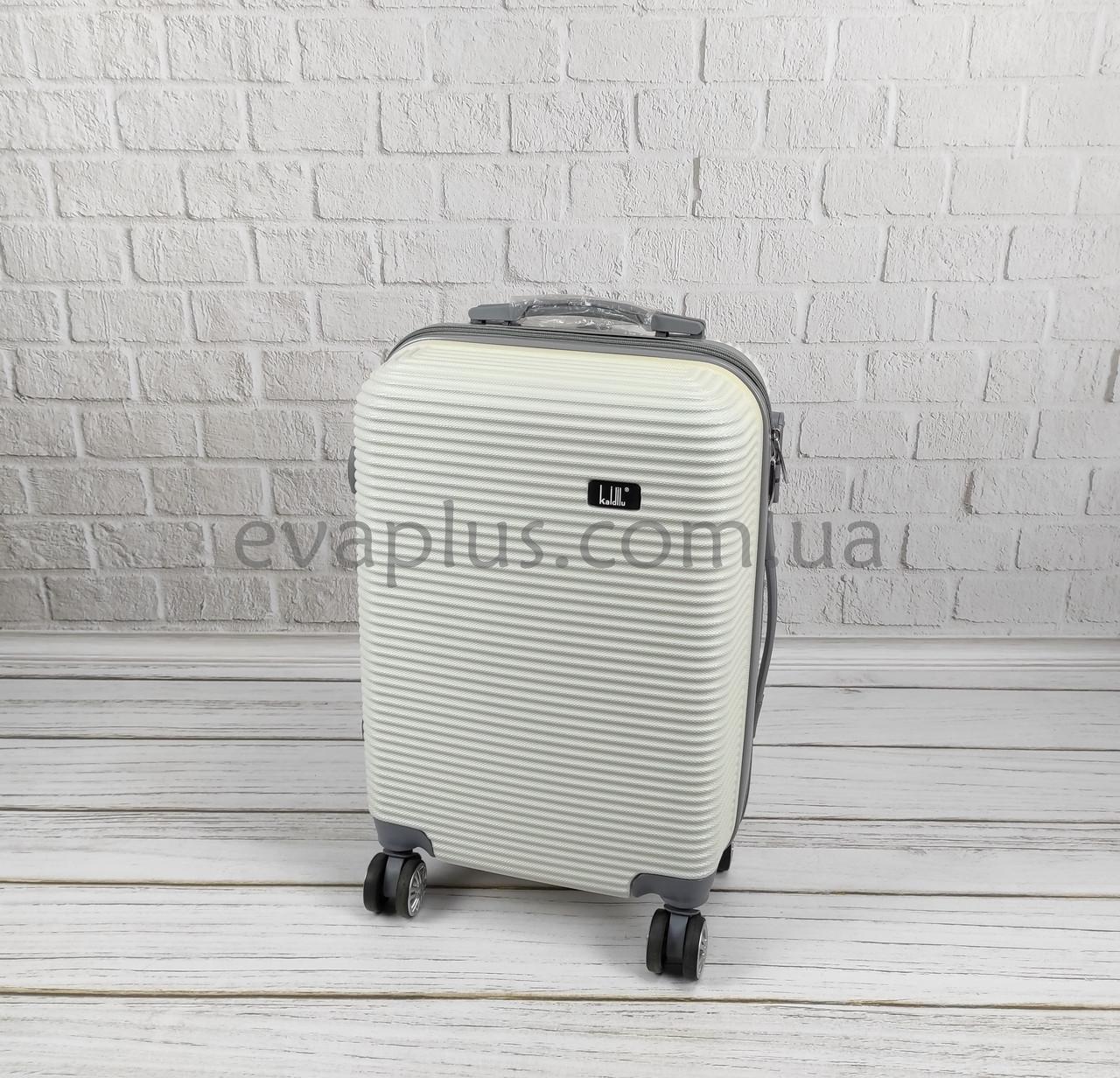 Пластиковый чемодан 6302 белый (маленький) (Уценка №3)