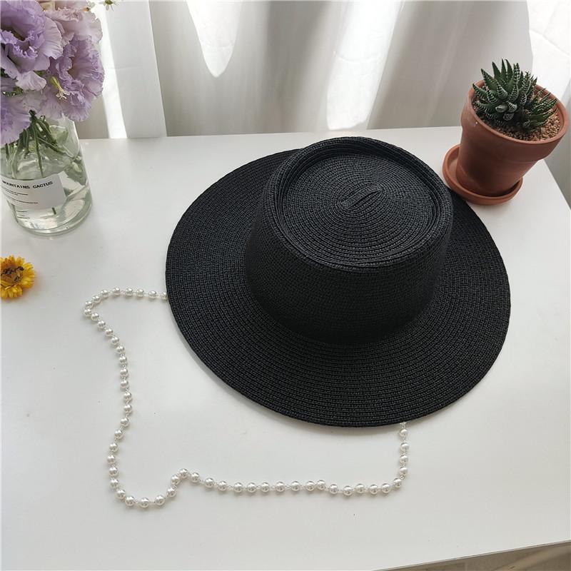 Чорна солом'яний капелюх з білими намистом-ланцюгом Black