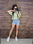 Жіночі короткі джинсові шорти з нашивками Міккі і необробленими краями (р. M, L, XL) 762659, фото 2