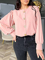 Стильная женская рубашка застегивается на пуговицы пудра