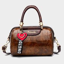 Небольшая женская сумка с брелком экокожа Коричневый