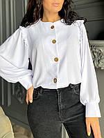 Стильная женская рубашка застегивается на пуговицы батал белый