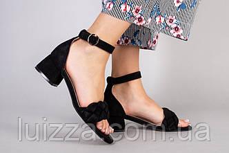 Босоножки женские замшевые черные на невысоком каблуке