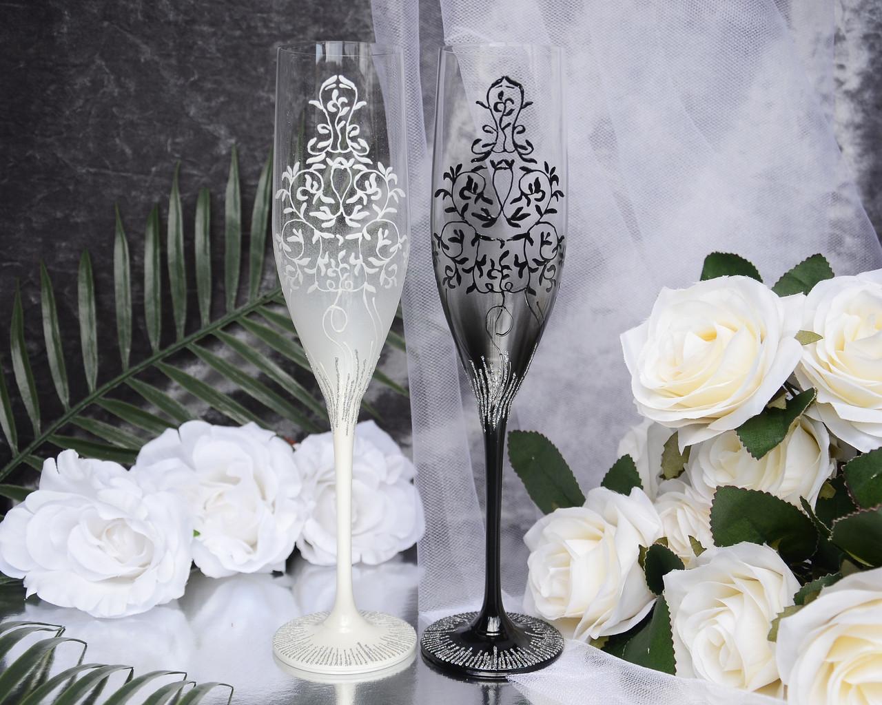 Свадебные бокалы для молодоженов ручной работы. В черно-белых тонах с узором