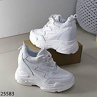 Трендовые молодежные дышащие белые женские кроссовки сникерсы на танкетке