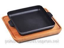 Сковорода для индивидуальной подачи 18х18х2.5 см. чугунная квадратная на деревянной подставке,  BRIZ