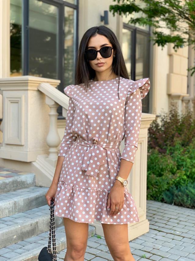 Нежное платье в горошек с рукавом крылышко