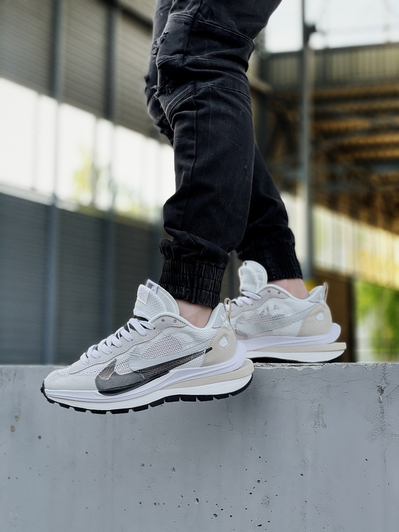 Nike Sacai женские летние бежевые кроссовки на шнурках. Летние женские текстильные кроссы.