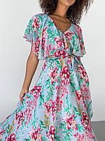 Летнее платье на запах голубое в цветы