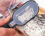 Кухонный нож щетка для чистки чешуи рыбы с контейнером Fissman, Рыбочистка с контейнером для чешуи ручная, фото 2