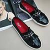Туфли женские лаковые с декоративной цепочкой Marcella