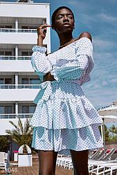Платье с открытыми плечами в мелкий горошек белое