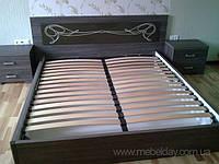 Кровать с подъемным механизмом и прикроватными тумбочками