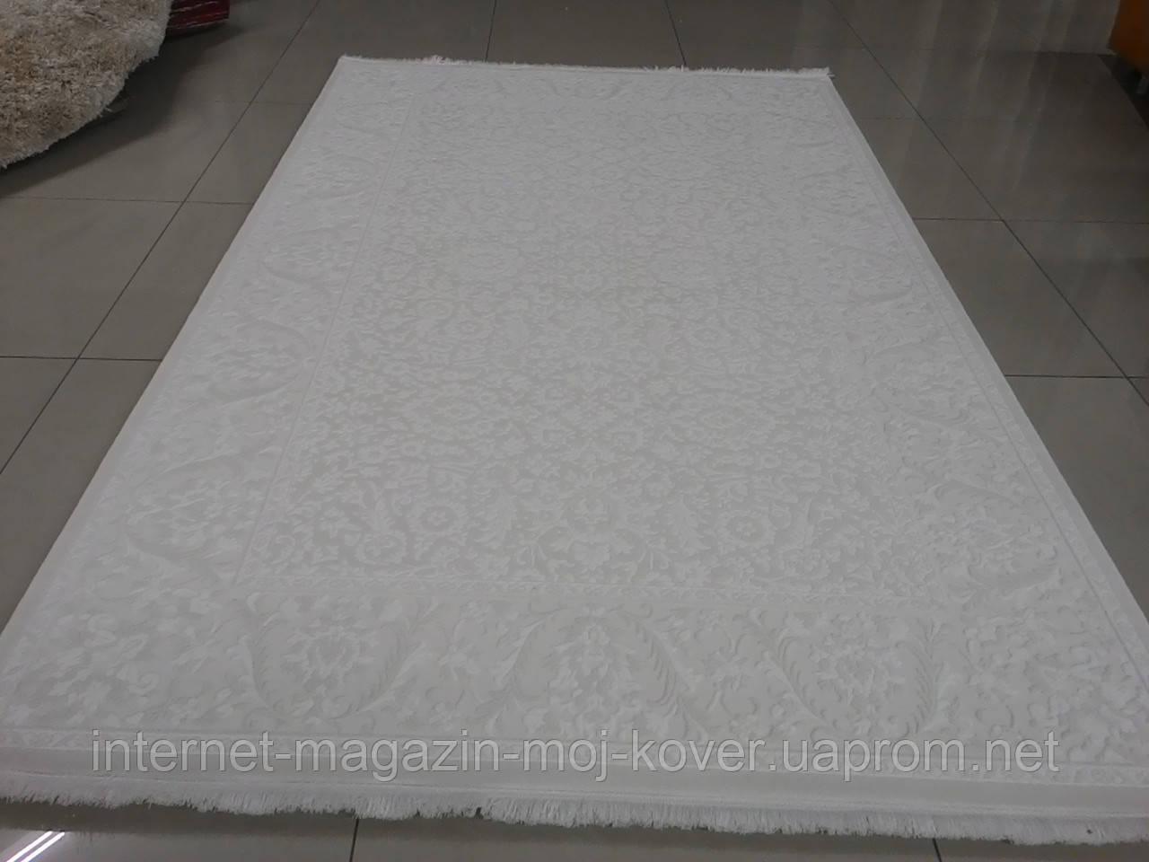 Напольный классический ковер в белых тонах из хлопка и акрила
