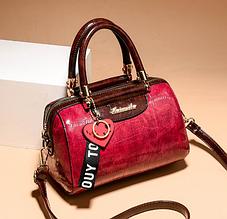 Небольшая женская сумка с брелком экокожа Красный