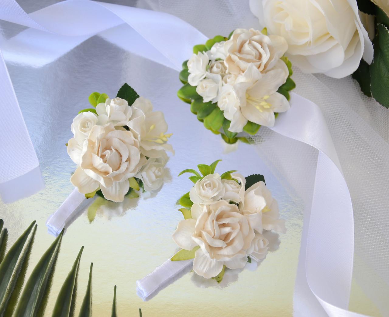 Комплект свадебных бутоньерок в белом цвете (для жениха, свидетеля и свидетельницы)