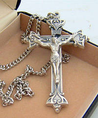 Как сочетать серебряный нательный крестик с другими украшениями?