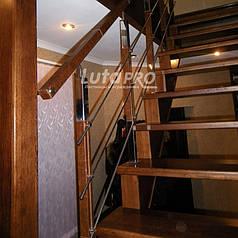 Лестница на косоуре обшитая деревом