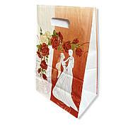 Червоний весільний паперовий пакет на коровай торт