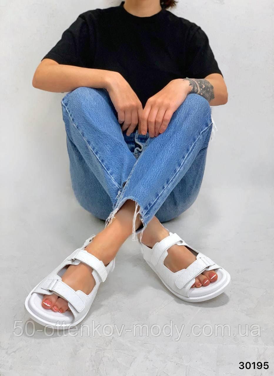 Жіночі босоніжки Chanel з натуральної шкіри на липучках в кольорах