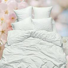 Однотонный цветной и белый текстиль. Разные изделия и полотенца