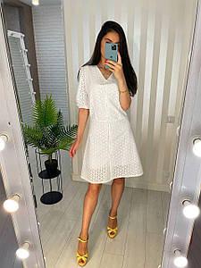 Летнее платье белого цвета из прошвы на пуговицах 42-44 р