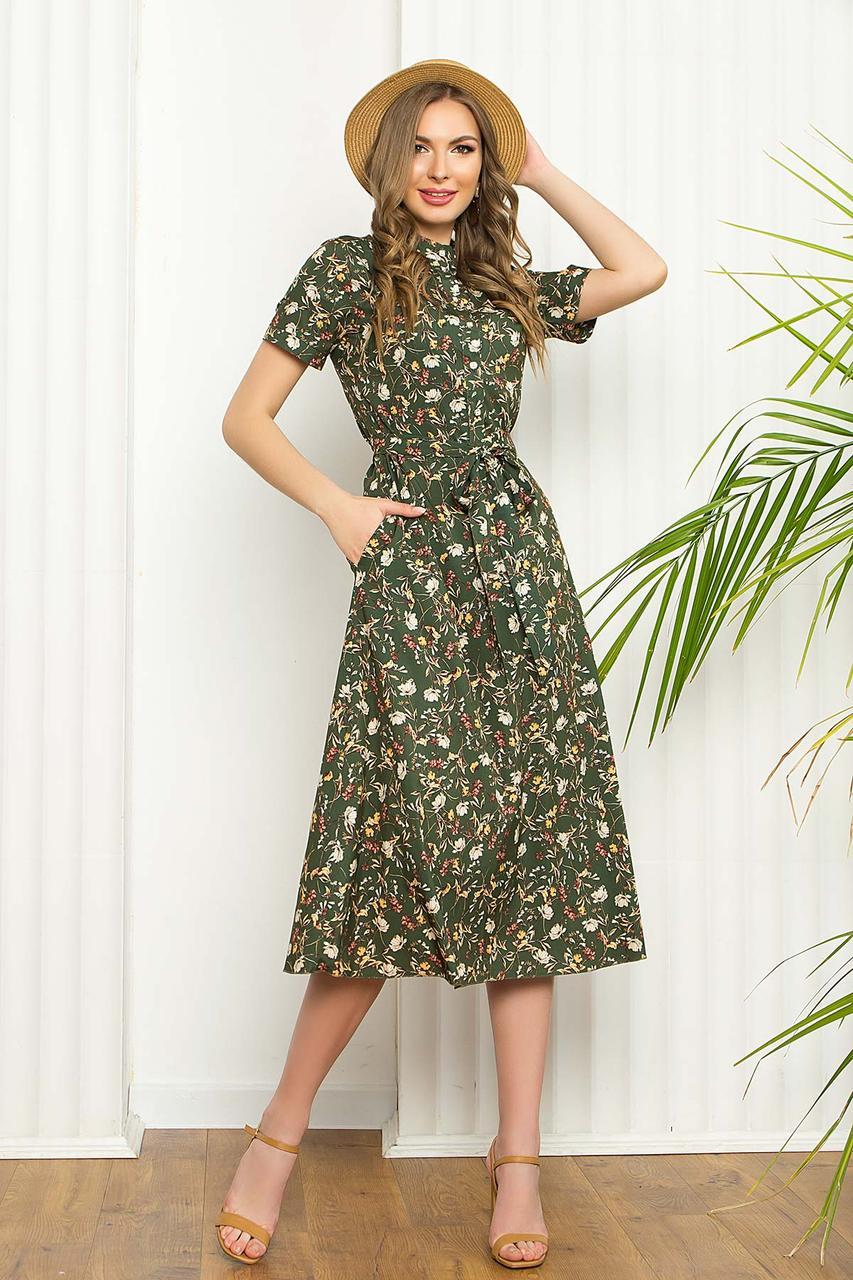 Легкое летнее платье из софта, приталенное, с коротким рукавом, длиной миди в цветочный принт. Цвет Хаки