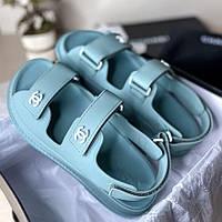 Модні жіночі босоніжки Chanel бірюзові яскраві | Літні відкриті брендові сандалі Шанель
