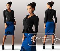 Красивый стильный женский костюм с черным пиджаком и синей  юбкой. Арт-3279/23, фото 1