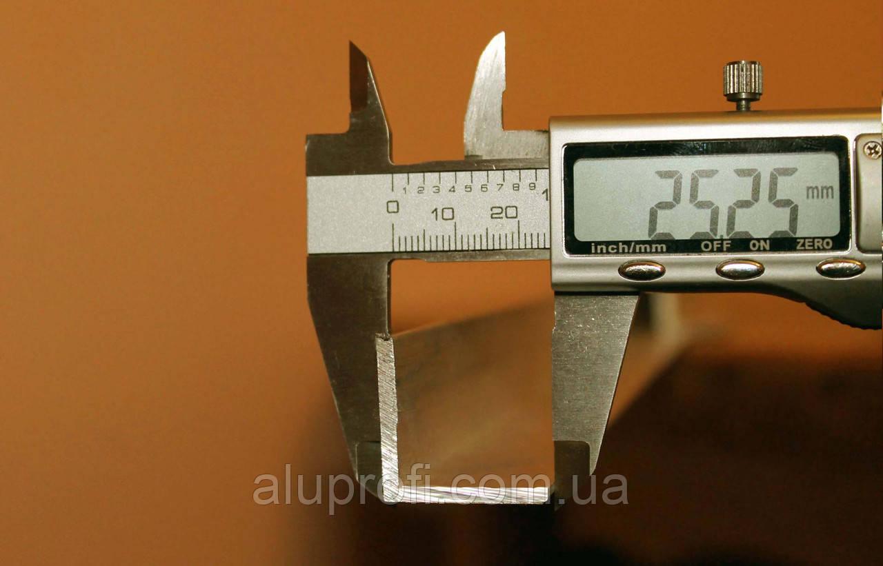 Уголок алюминиевый 25х25х3 мм АД31Т
