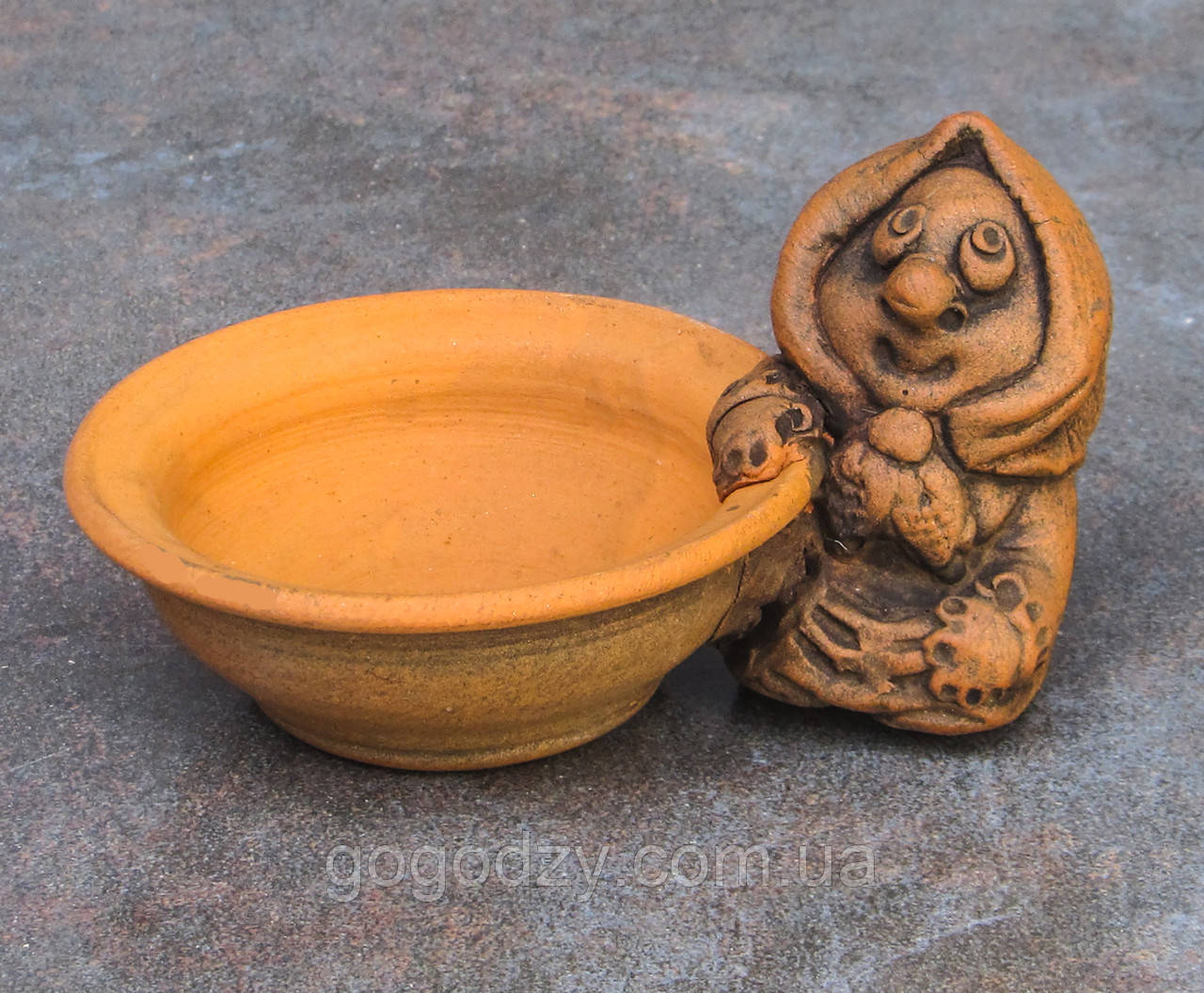 Керамічна сільничка з червоної глини Бабуся
