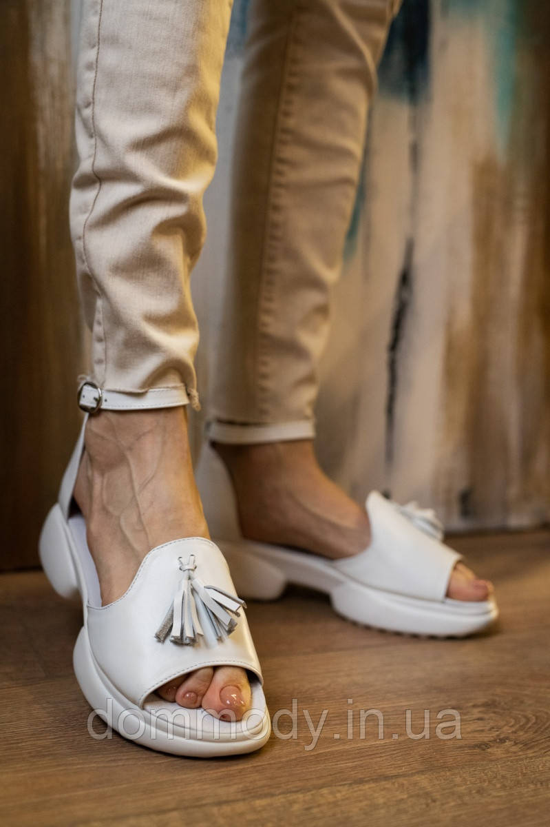 Босоніжки жіночі зі шкіри білого кольору