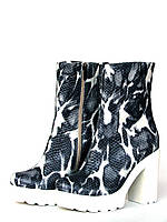 "Ботинки женские на каблуке и тракторной платформе из кожи ""под рептилию"""