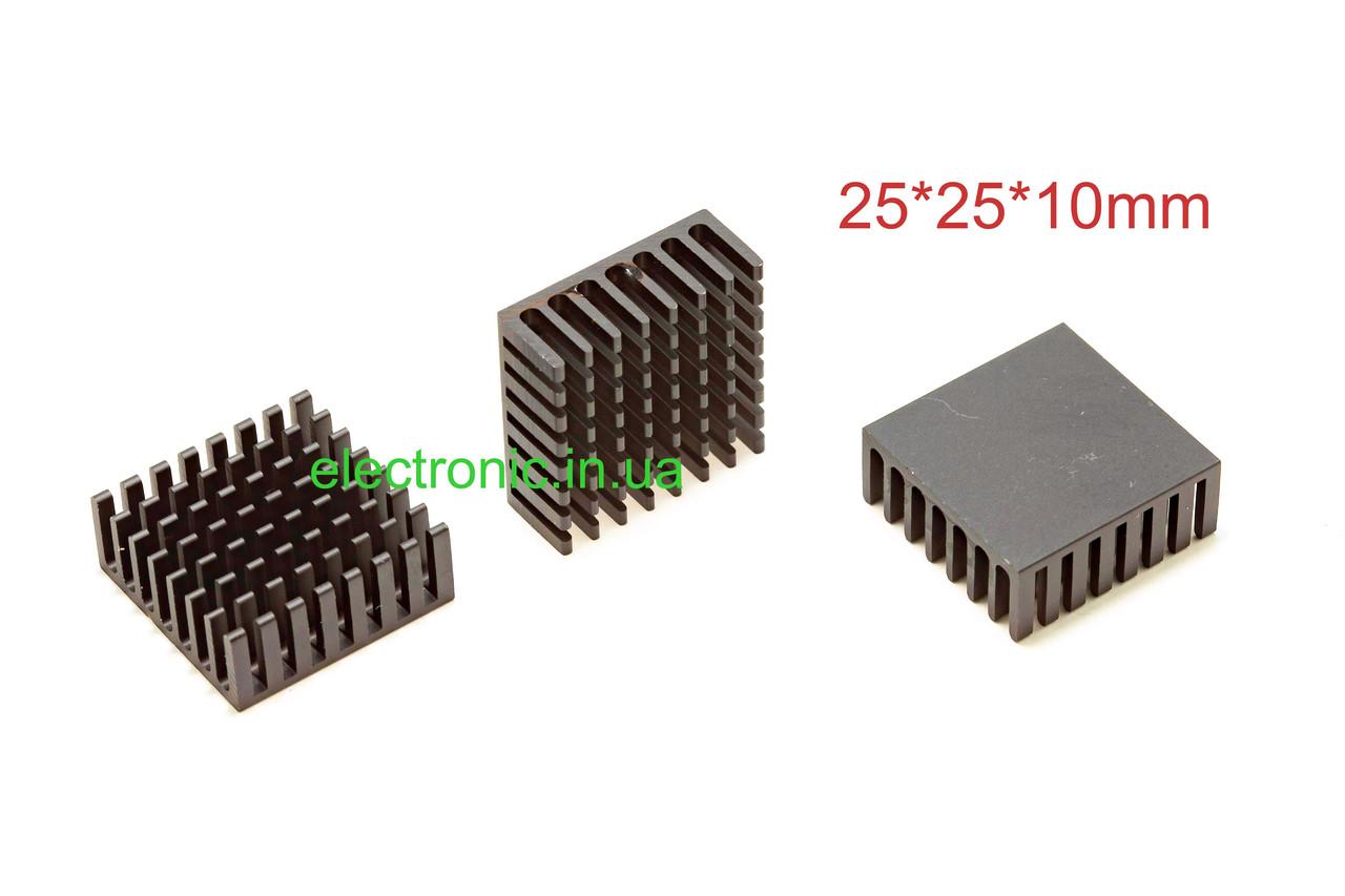 Радіатор алюмінієвий 25*25*10 мм, колір чорний.