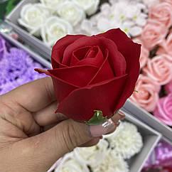 Роза из мыла червона