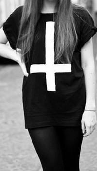 Жіноча Футболка в стилі Перевернутий хрест ( Чорна)