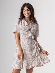 Красиве коротке літнє плаття на запах у квітковий принт з V-вирізом в 2 кольорах в розмірі S, M, L