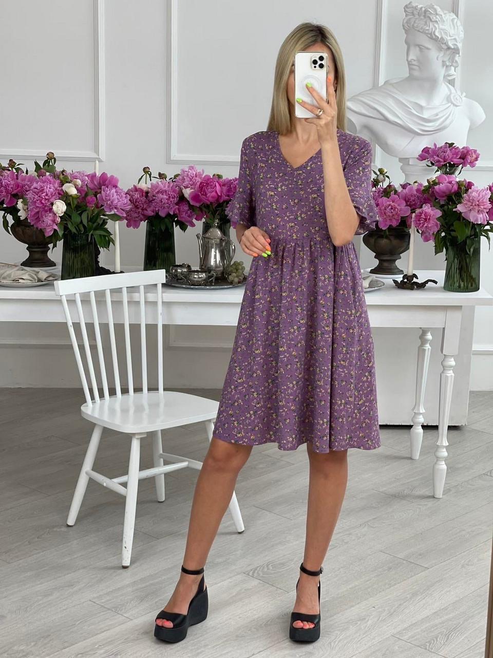 Практичное женское платье с цветочным принтом длиною до колен, карманы в боковых швах, 01026 (Фиолетовый),
