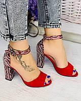 Женские босоножки на каблуке красного цвета с принтом. Размеры 36-40, фото 1