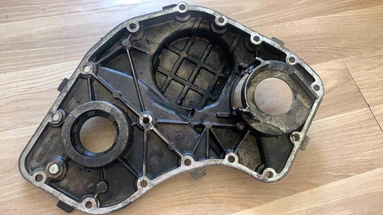 Кришка двигуна передня 3.0 алюмінієва IVECO (Б/У) (504082434)