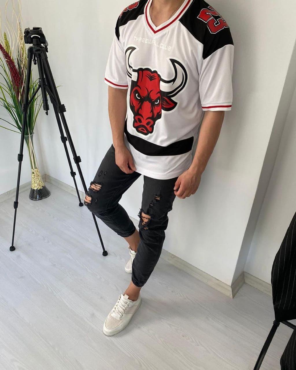 Мужская футболка стильная с принтом быка 23 (белая) стильная одежда sF210