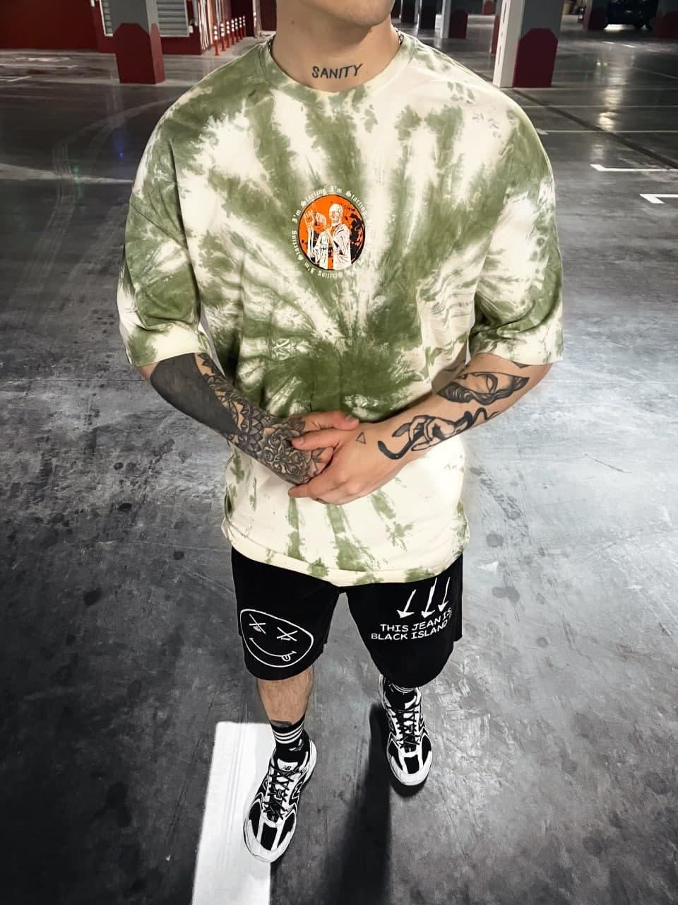 Мужская футболка с маленьким скелетом (бело-зеленая) удлиненная на лето sF213