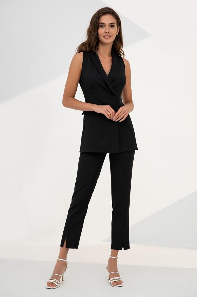 Летний костюм-двойка из удлиненного жилета и брюк с завышенной талией. Черного цвета