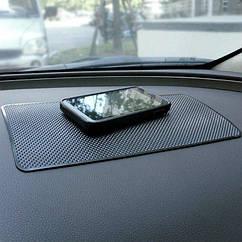 Автомобильный антискользящий коврик на панель Большой h1709 (27см*16см)