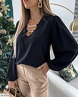 Стильна жіноча блуза з широкими рукавами і ланцюжком на декольте