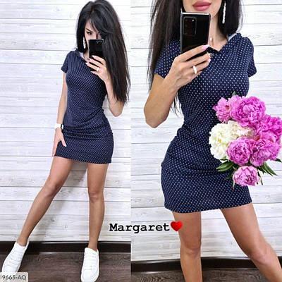 Женское платье с капюшоном в горошек