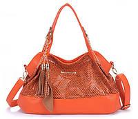 Кожаная мягкая сумка со змеиным декором с кисточками