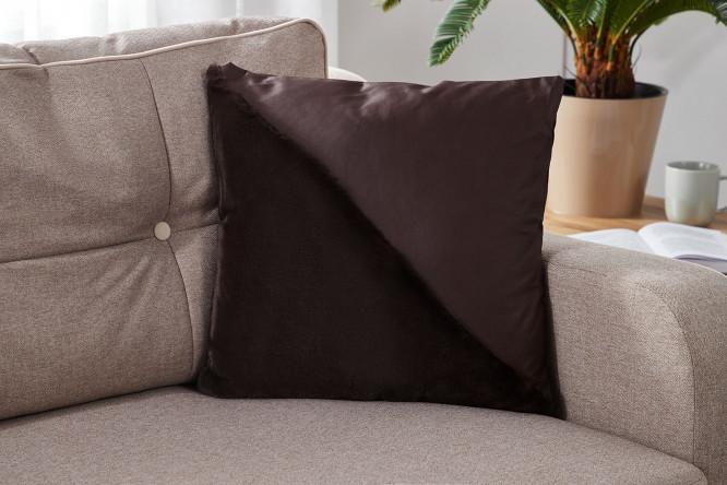 Подушка декоративная коричневого цвета