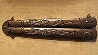 Нож- бабочка на ручках гравировка дракона серебряный, фото 1